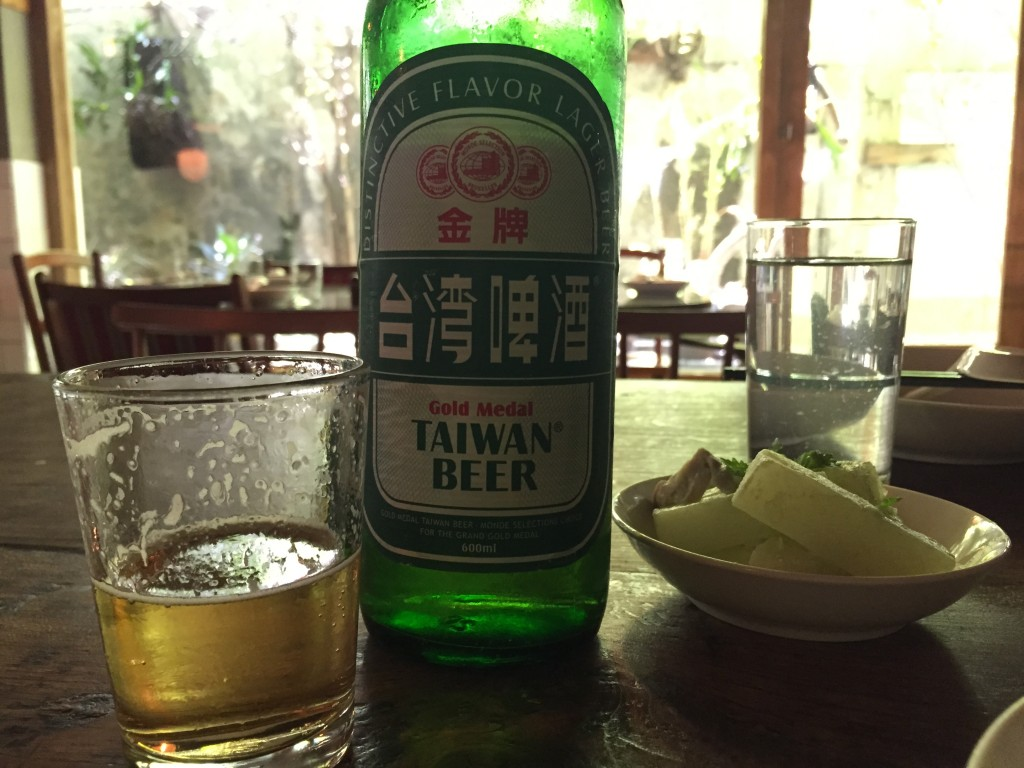 四知道3 飲食店でアルコールメニューはほとんどなく、聞くとこの台湾ビールのみ というケースが多いです。