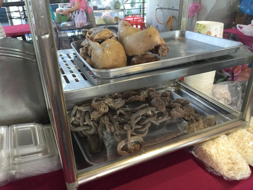 台湾にいるとあちこちで見る臓物系の謎肉...おおお..